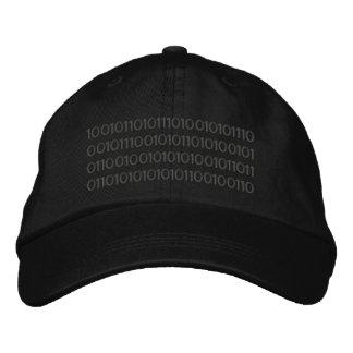 Los códigos binarios bordaron el gorra gorras bordadas