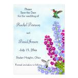 Los colibríes en flores del jardín ahorran la fech invitaciones personalizada