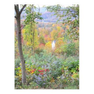 los colores de una caída de la montaña postales