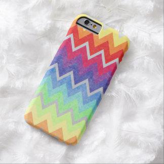 Los colores del arco iris de Chevron texturizaron Funda De iPhone 6 Barely There