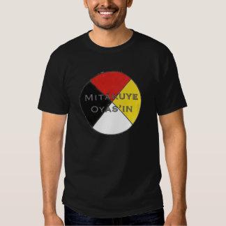 Los colores oscuros Lakota de los hombres de Camisas