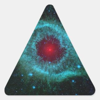 Los cometas golpean para arriba el polvo con el pegatina triangular
