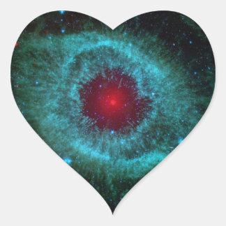 Los cometas golpean para arriba el polvo con el pegatina en forma de corazón