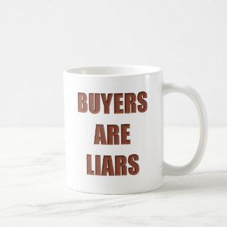 Los compradores son mentirosos taza básica blanca