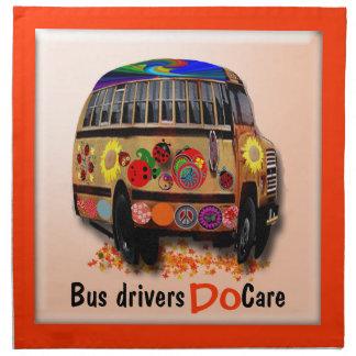 Los conductores del autobús cuidan servilletas imprimidas