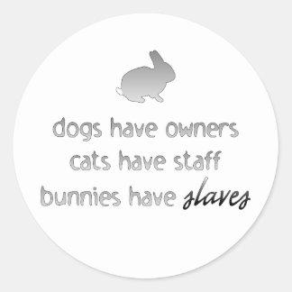 Los conejitos tienen esclavos pegatina redonda