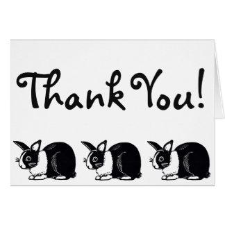 Los conejos holandeses blancos y negros le tarjeta de felicitación
