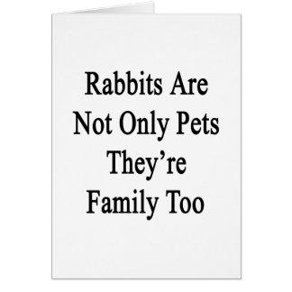 Los conejos son no sólo mascotas que son familia tarjeta de felicitación