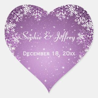 Los copos de nieve en púrpura ahorran el boda de pegatina en forma de corazón