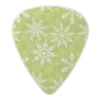 Los copos de nieve modelan en verde púa de guitarra acetal