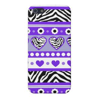 Los corazones abstractos negros y blancos púrpuras iPhone 5 funda