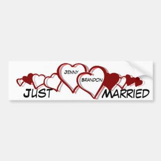 Los corazones casan nuevamente a la pegatina para  etiqueta de parachoque