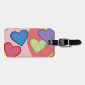 Los corazones coloridos acodados personalizaron etiquetas maleta