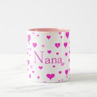 Los corazones de Nana alrededor de mí taza