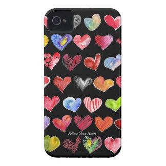 Los corazones del dibujo animado en la funda para iPhone 4 de Case-Mate
