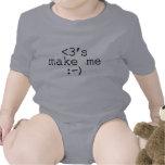 Los corazones me hacen los regalos felices del traje de bebé