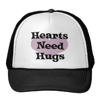 Los corazones necesitan el gorra de los abrazos