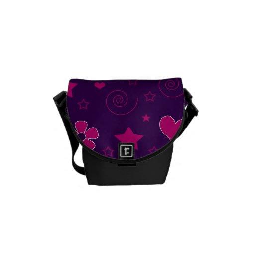 Los corazones púrpuras de las flores del rosa prot bolsa messenger