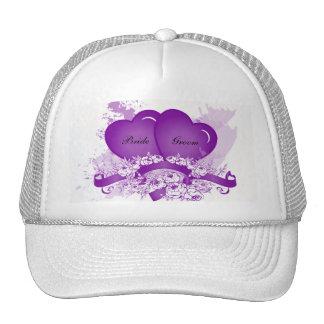 Los corazones púrpuras y las flores personalizaron gorras