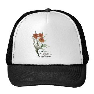 Los corazones revelan como flores gorras