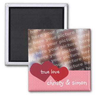 Los corazones rosados rojos verdad a la tarjeta de imán cuadrado