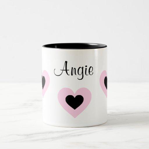 Los corazones rosados y negros modificaron la taza