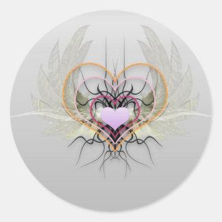 Los corazones tienen alas pegatina redonda
