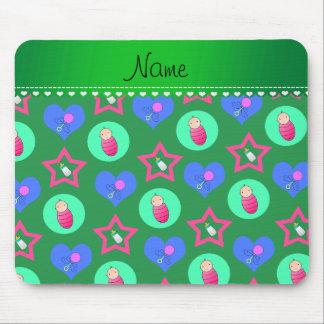Los corazones verdes conocidos puntean la botella mouse pad