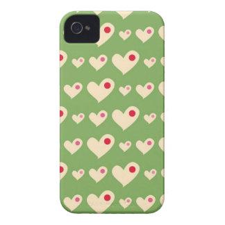 Los corazones verdes y rojos retros de la burbuja Case-Mate iPhone 4 protectores