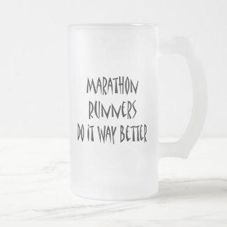 Los corredores de maratón lo hacen manera mejor tazas de café