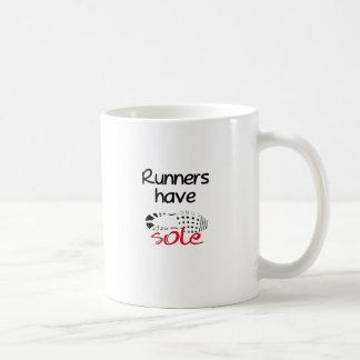 Los corredores tienen lenguado tazas de café