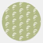 Los cráneos modelan en verde de color caqui y etiquetas redondas