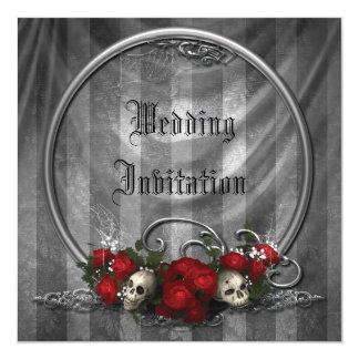 """Los cráneos y el boda gótico elegante de los rosas invitación 5.25"""" x 5.25"""""""