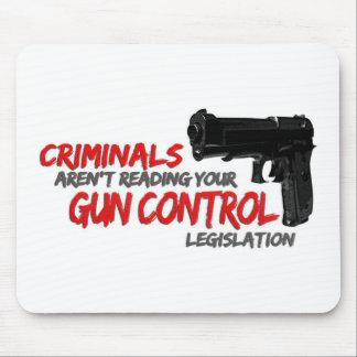 Los criminales no leen leyes de control de armas alfombrilla de raton