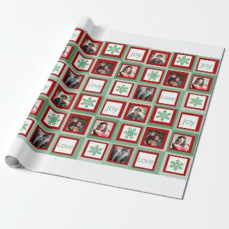 Los cuadrados rojos y verdes personalizaron la papel de regalo