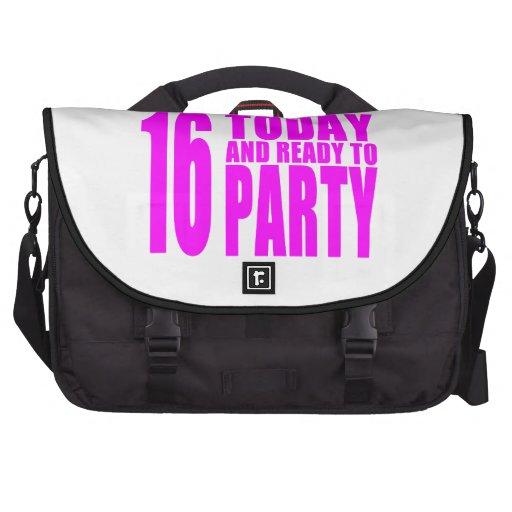Los cumpleaños divertidos 16 de los chicas hoy y a bolsas de portatil