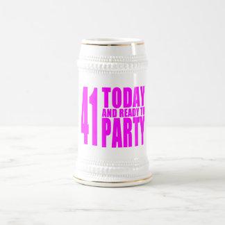 Los cumpleaños divertidos 41 de los chicas hoy y jarra de cerveza