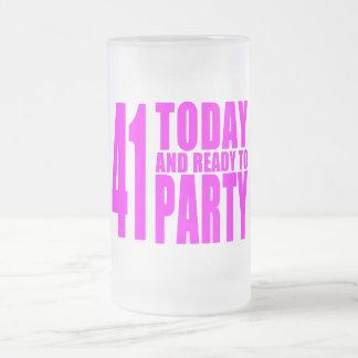 Los cumpleaños divertidos 41 de los chicas hoy y taza de cristal