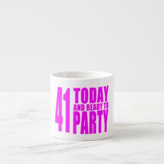 Los cumpleaños divertidos 41 de los chicas hoy y taza espresso
