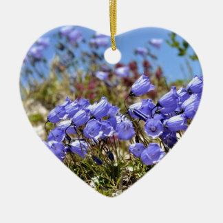 Los dedales de las hadas en las montañas francesas adorno de cerámica en forma de corazón