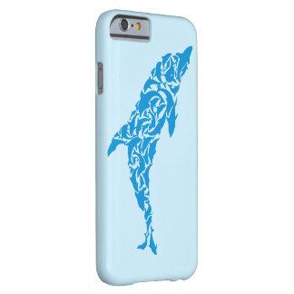 Los delfínes azules lindos que forman un delfín funda barely there iPhone 6