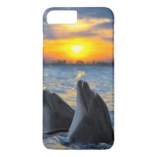 Los delfínes botella-sospechados en luz de la funda iPhone 7 plus