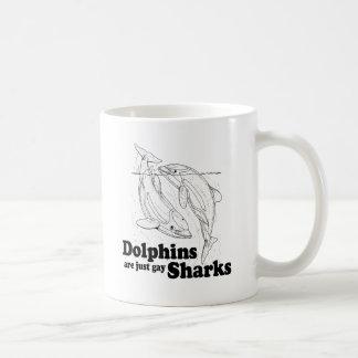 Los delfínes son tiburones gay taza