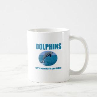 Los delfínes son tiburones gay taza de café