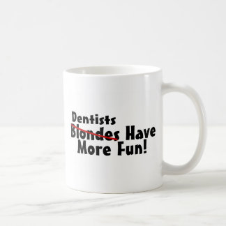 Los dentistas se divierten más taza clásica