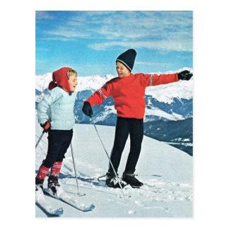 Los deportes de invierno del vintage, niños en el  postales