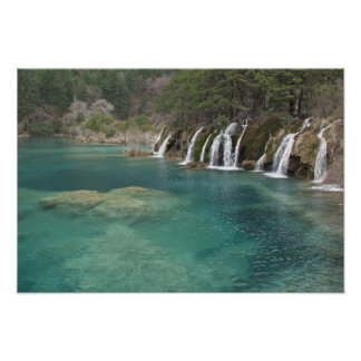 Los depósitos minerales aclaran las cascadas y poster