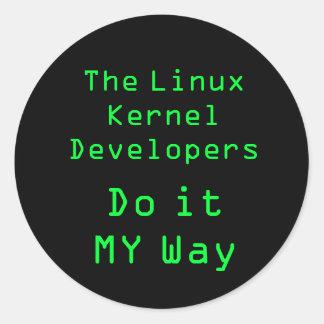 Los desarrolladores del corazón de Linux lo hacen Pegatina Redonda