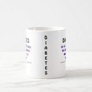Los diabéticos no tienen los mismos síntomas taza básica blanca