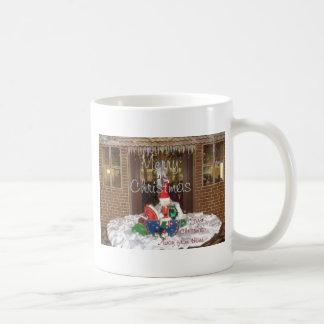 Los días de fiesta de las Felices Navidad de fuera Taza Clásica